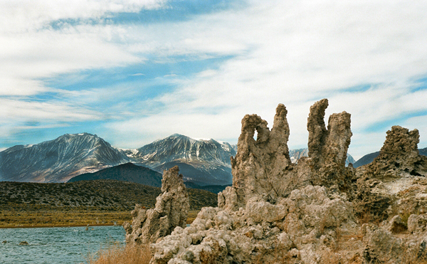 tufas-with-mountains600pxl-wm-in-back-mono-lake-4x300-87750011.jpg